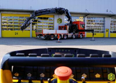 Brückenfahrzeug mit Effer 1405 9S & Jib 6S – Baumann Transport AG